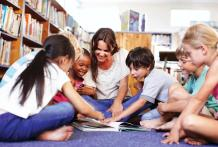 reading-circle-teacher-with-younger-children