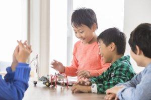 小学生【プログラミング教育】と【ロボット教室】習い事としてのロボット教室