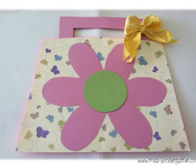 Mothers Day Flower Card Freebie This Card Is Simple And Fun You Can Place A Photo Of Each Child In The Center To Personalize It Even More