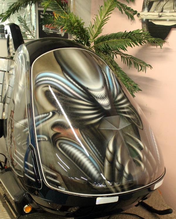 Alien mobile