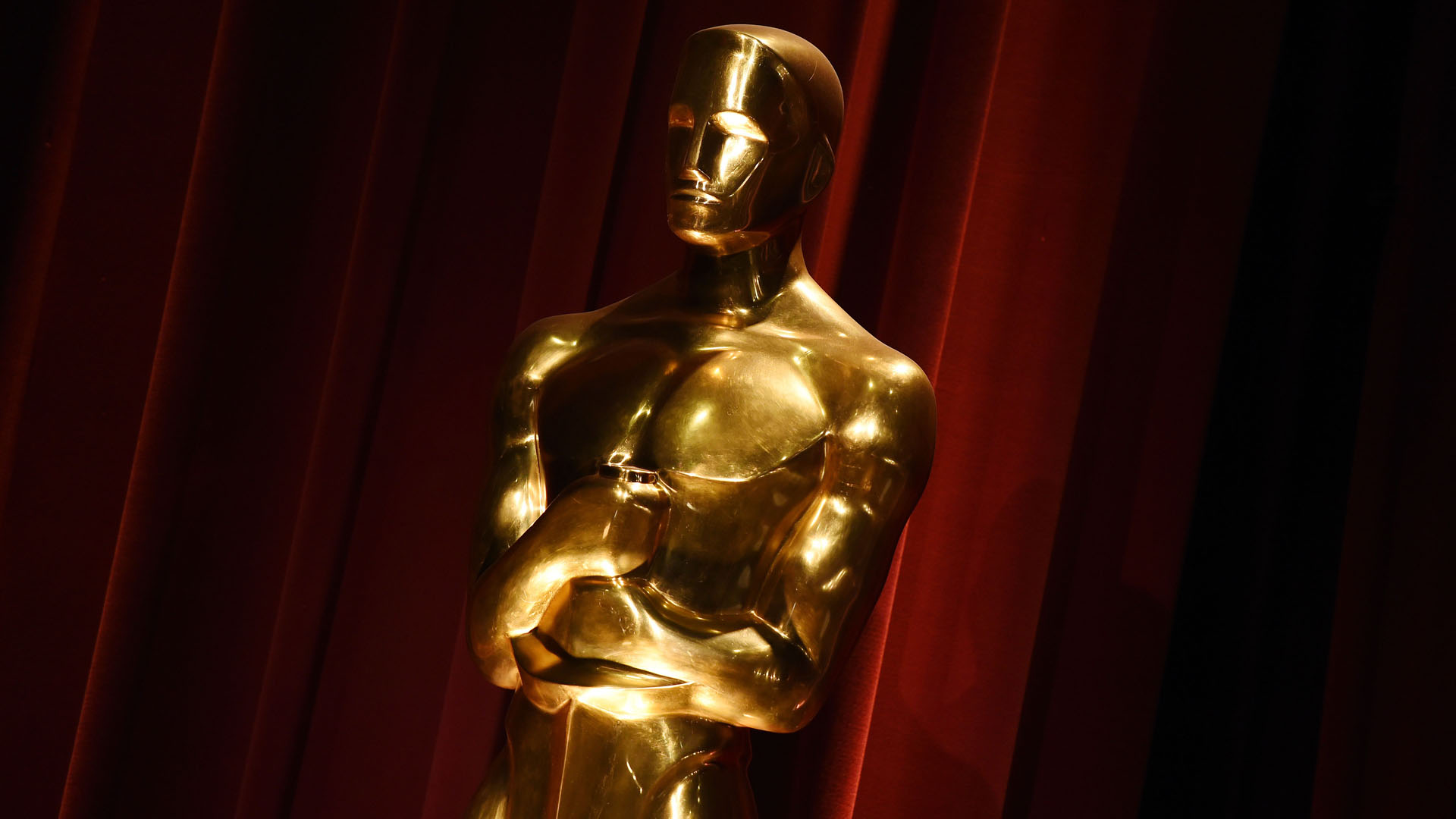 An Oscar statue is on display during the Academy Awards nominations on Jan. 14, 2016. (Credit: MARK RALSTON/AFP/Getty Images)