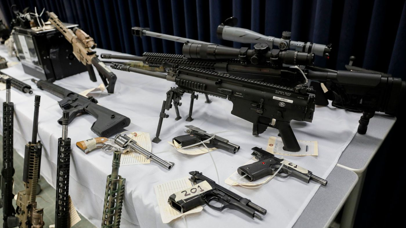 Some of the 28 firearms seized during the Feb. 14, 2018, raid of Temple City felon's home are shown during a news conference on Feb. 21. (Credit: Jay L. Clendenin / Los Angeles Times)