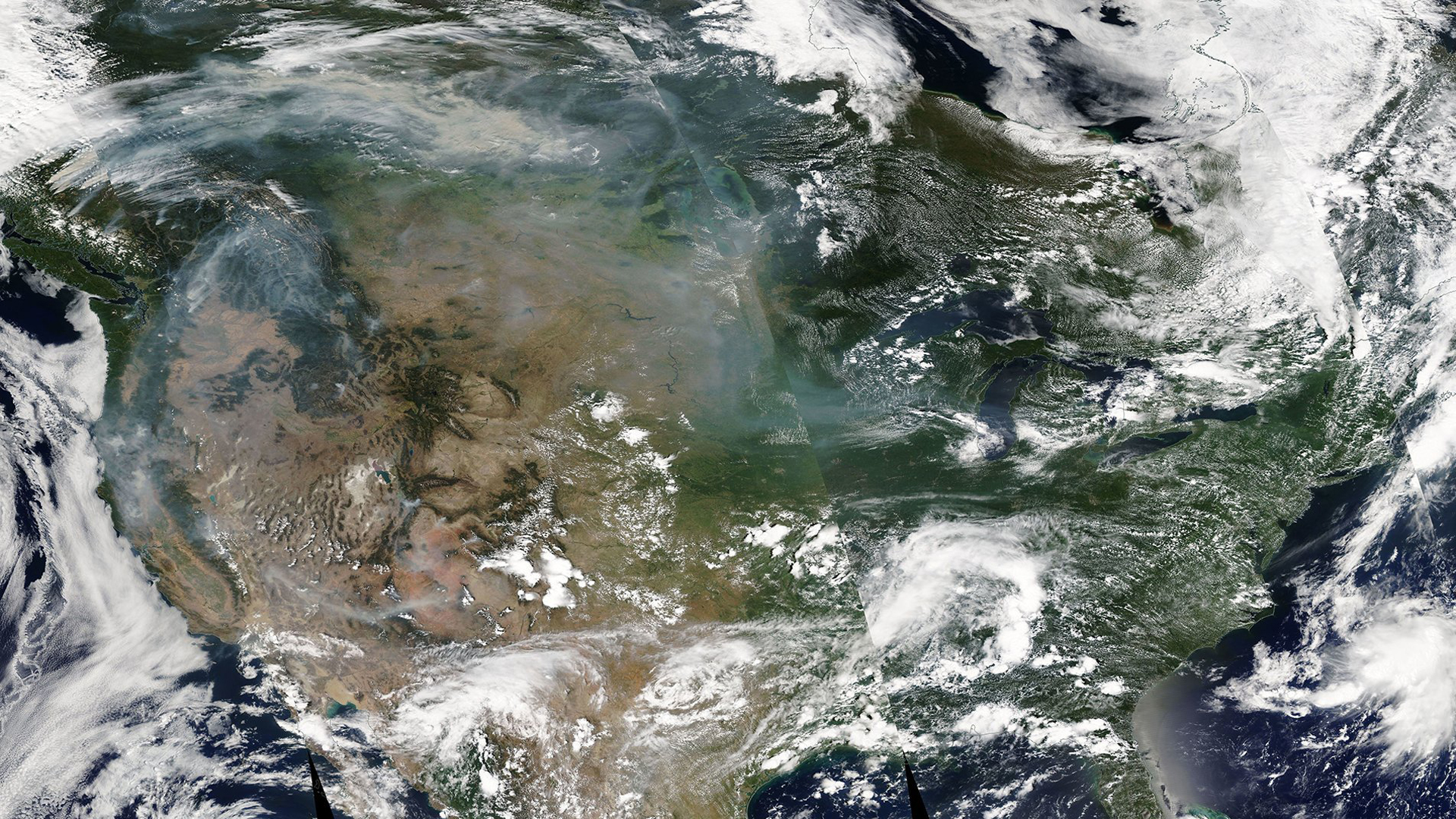 A satellite image taken Thursday shows that the western wildfire smoke spreading toward the East Coast of the US in the upper atmosphere as the forecast model predicted. (Credit: NASA Modis)