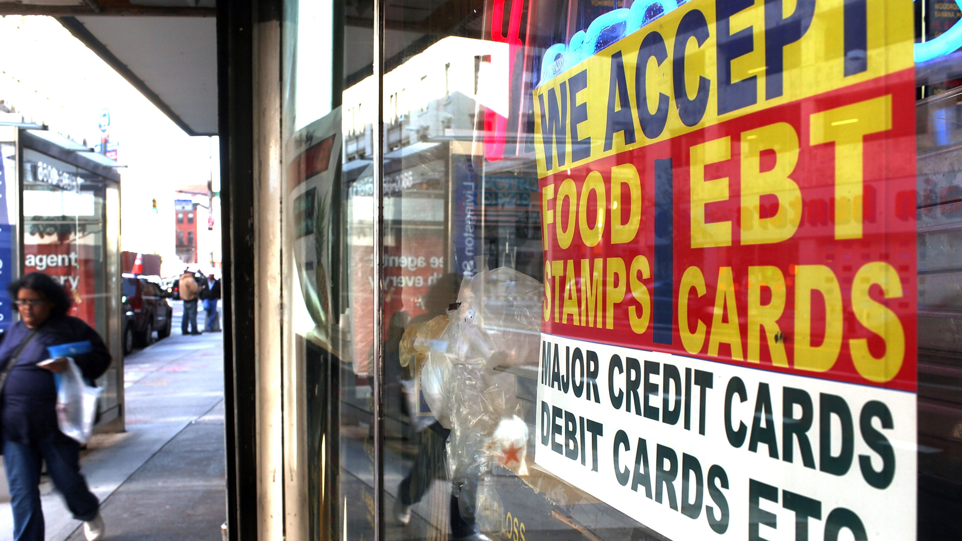 A sign in a market window advertises the acceptance of food stamps on October 7, 2010 in New York City. (Credit: Spencer Platt/Getty Images)