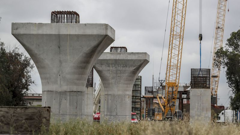 Support piers stand as part of the Cedar Viaduct section of the California high-speed rail project, south of downtown Fresno, on April 16, 2019. (Robert Gauthier/Los Angeles Times)