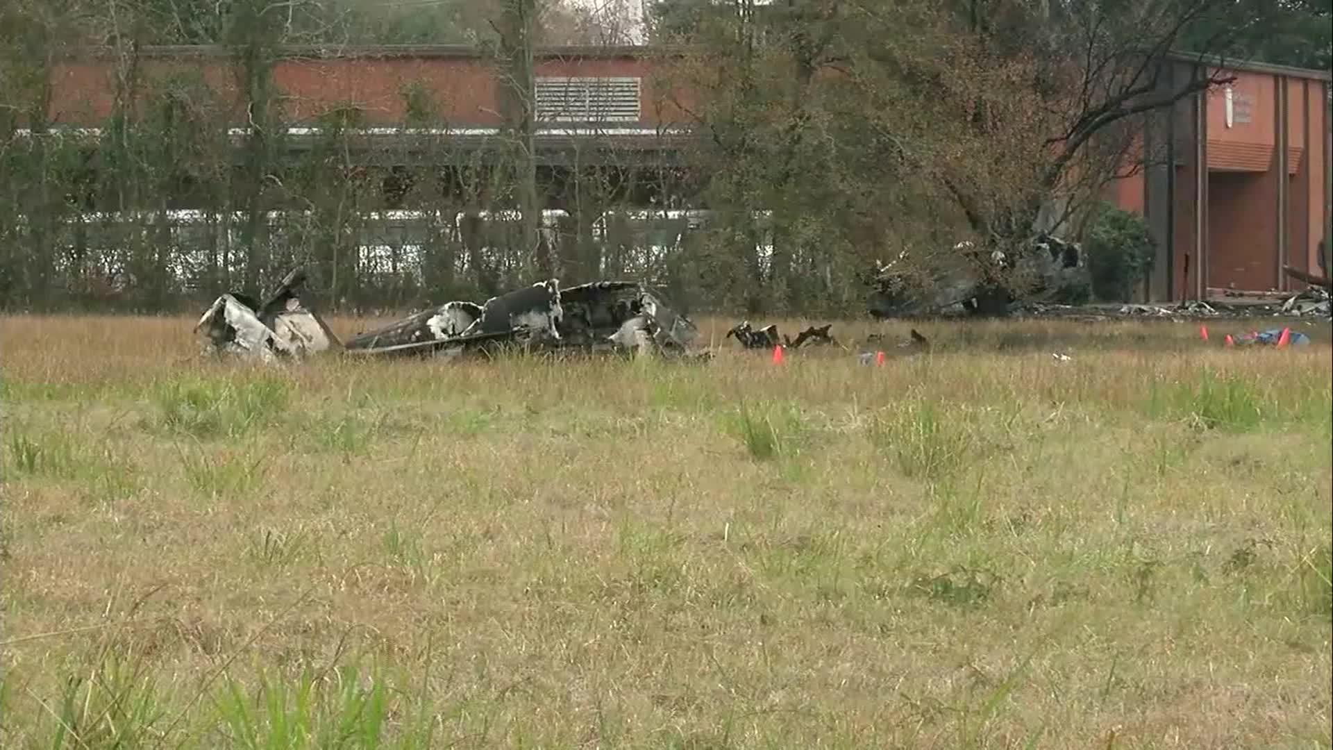 Plane crash near Louisiana airport; possibly 5 dead.