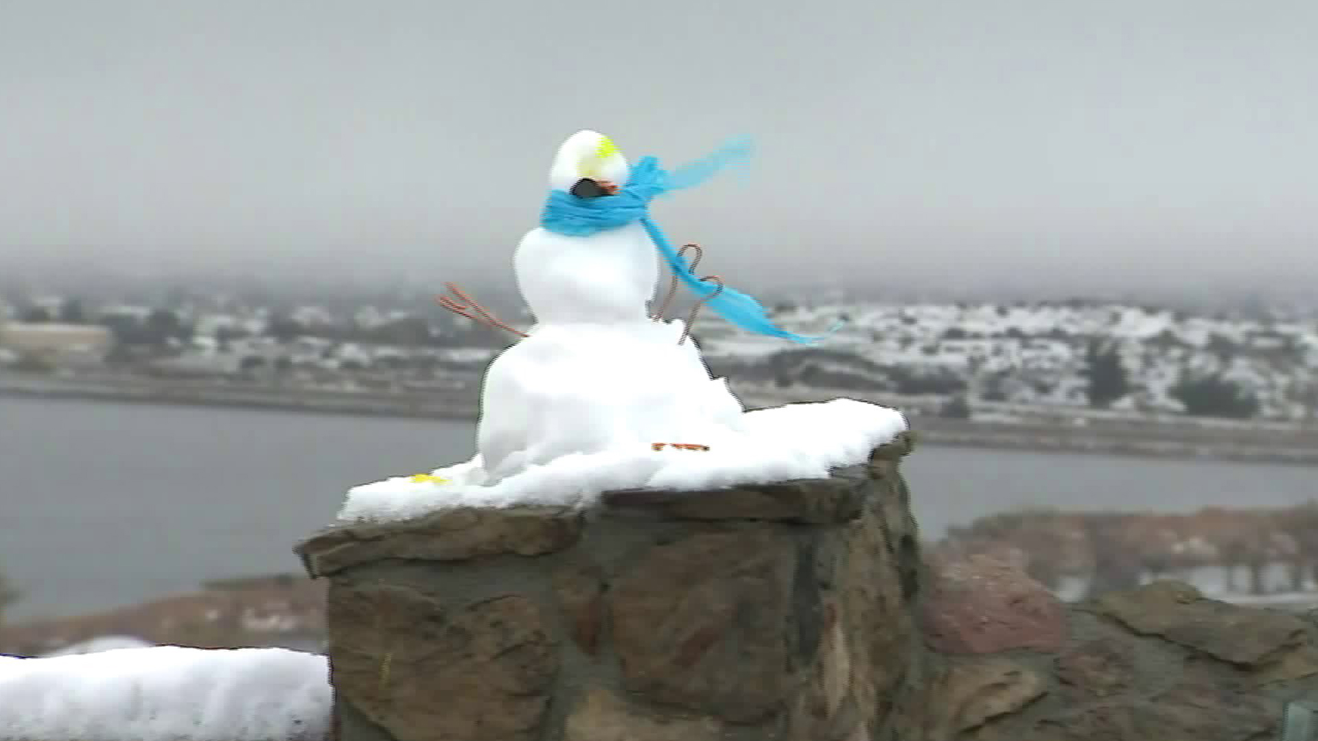 Someone built a snowman in Palmdale as heavy snow blanketed the area on Dec. 26, 2019. (Credit: KTLA)