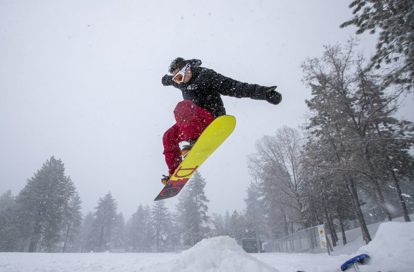 Snowboarder Malcolm Pope of Carlsbad catches air in Wrightwood on Nov. 27, 2019. (Credit: Allen J. Schaben / Los Angeles Times)