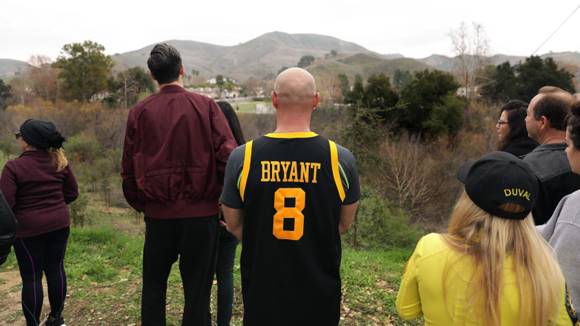 Fans gather in Calabasas on Jan. 26, 2020, the day Kobe Bryant and eight others died in a helicopter crash on a nearby hillside. (Credit: Christina House / Los Angeles Times)