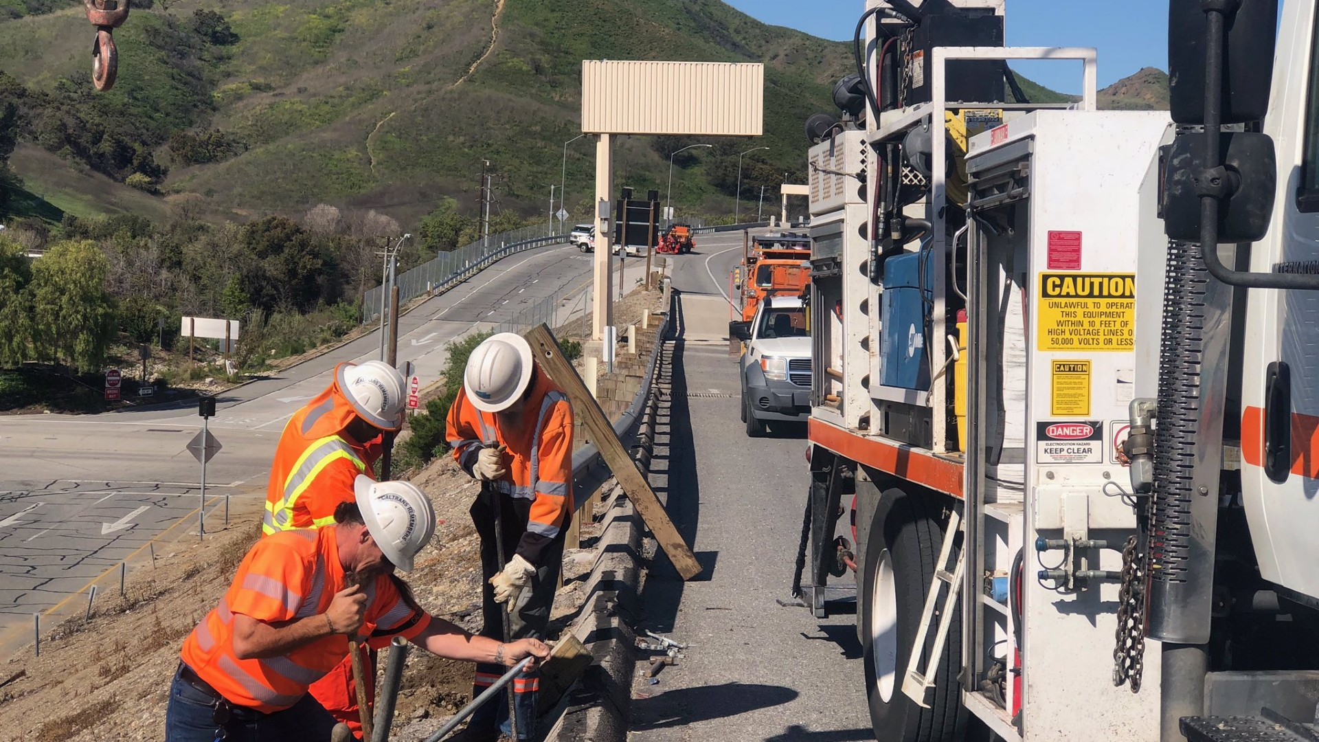 A Caltrans maintenance crew works along the 101 Freeway in Agoura Hills on March 27, 2020. (Caltrans)