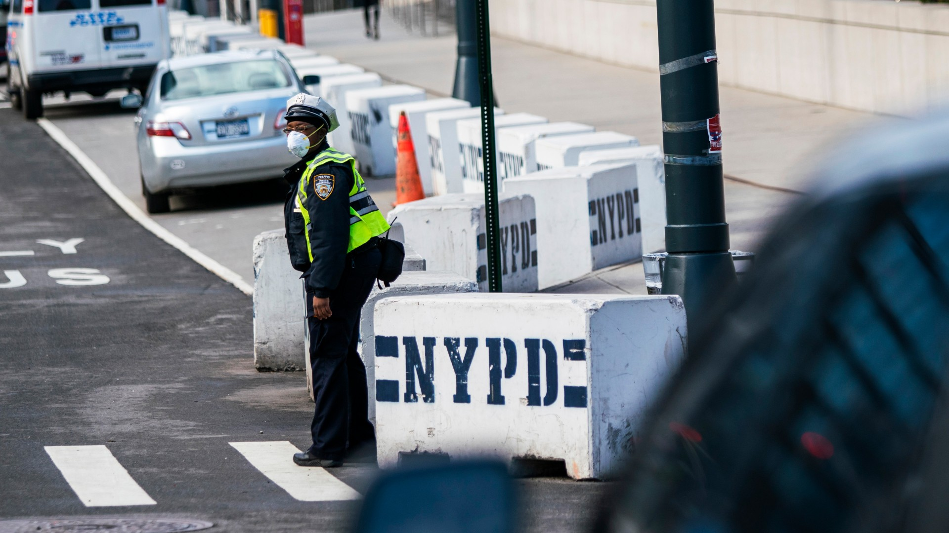 A New York Police officer wears a face mask as he directs traffic on a local street on March 27, 2020 in New York City. At least 350 members of the New York City Police Department including deputy commissioner John Miller were confirmed to have the virus. (Eduardo Munoz Alvarez/Getty Images)
