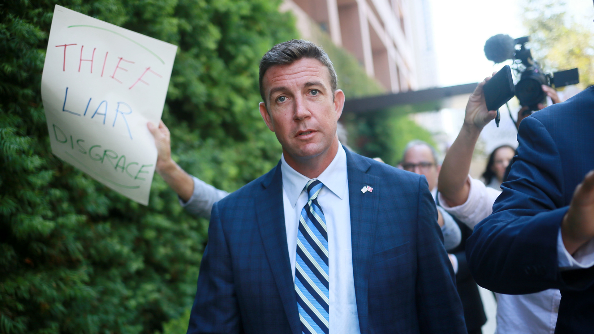 Rep. Duncan Hunter walks out of a federal courthouse in San Diego after an arraignment hearing on Aug. 23, 2018. (Credit: Sandy Huffaker / Getty Images)