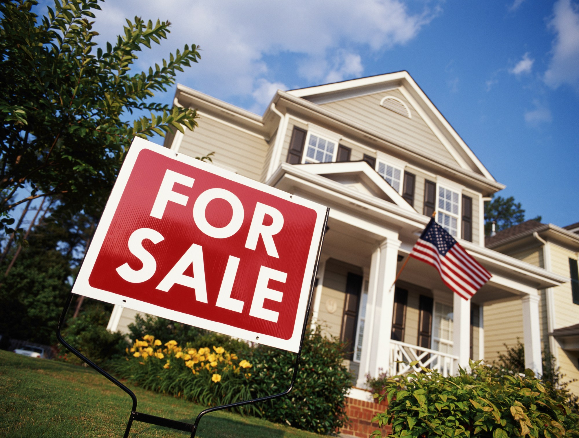 "A ""for sale"" sign is seen outside a home in Georgia in this this file photo. (Getty Images)"