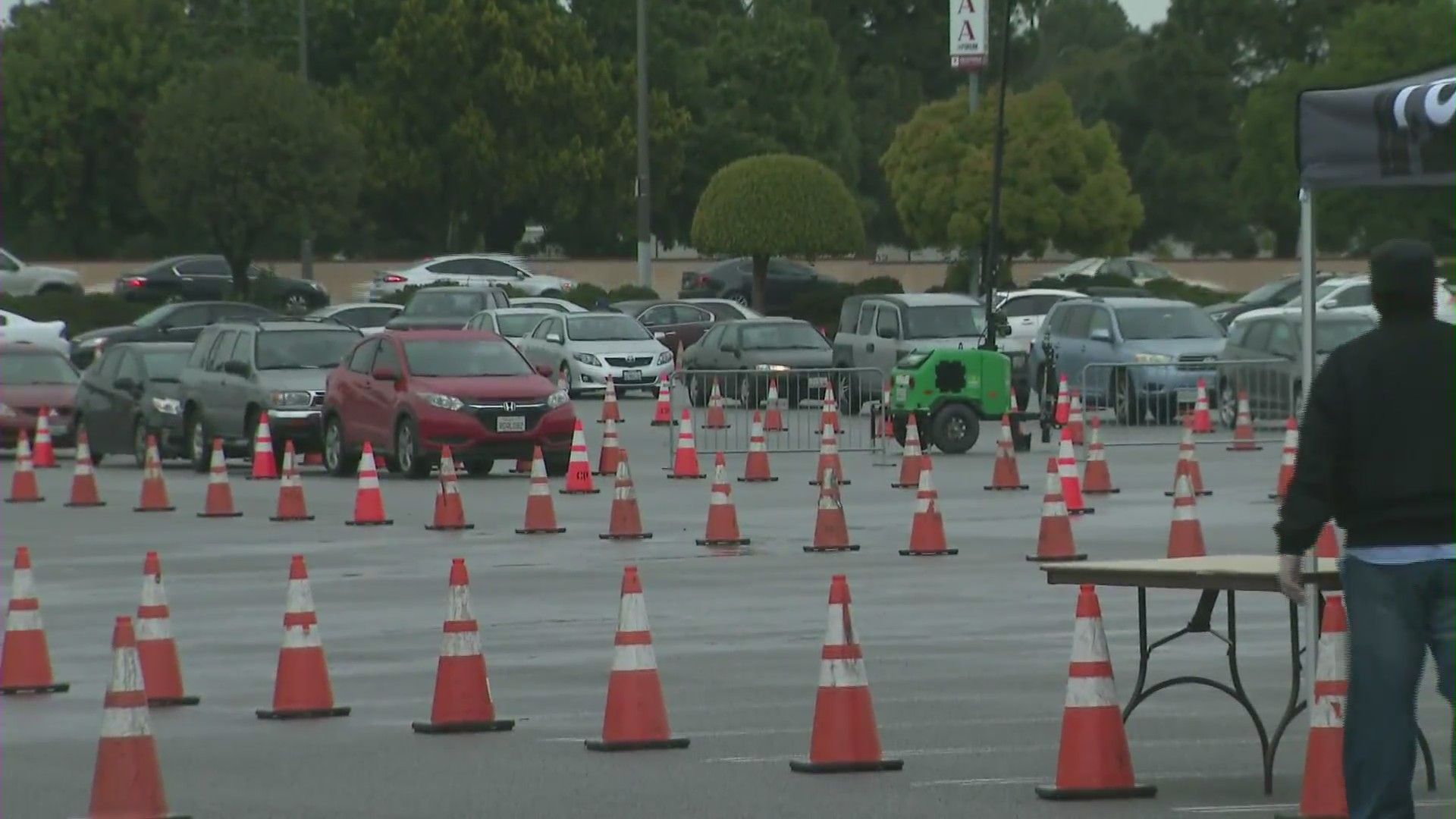Hundreds of vehicles lined up outside the Forum in Inglewood for free groceries on April 10, 2010. (KTLA)