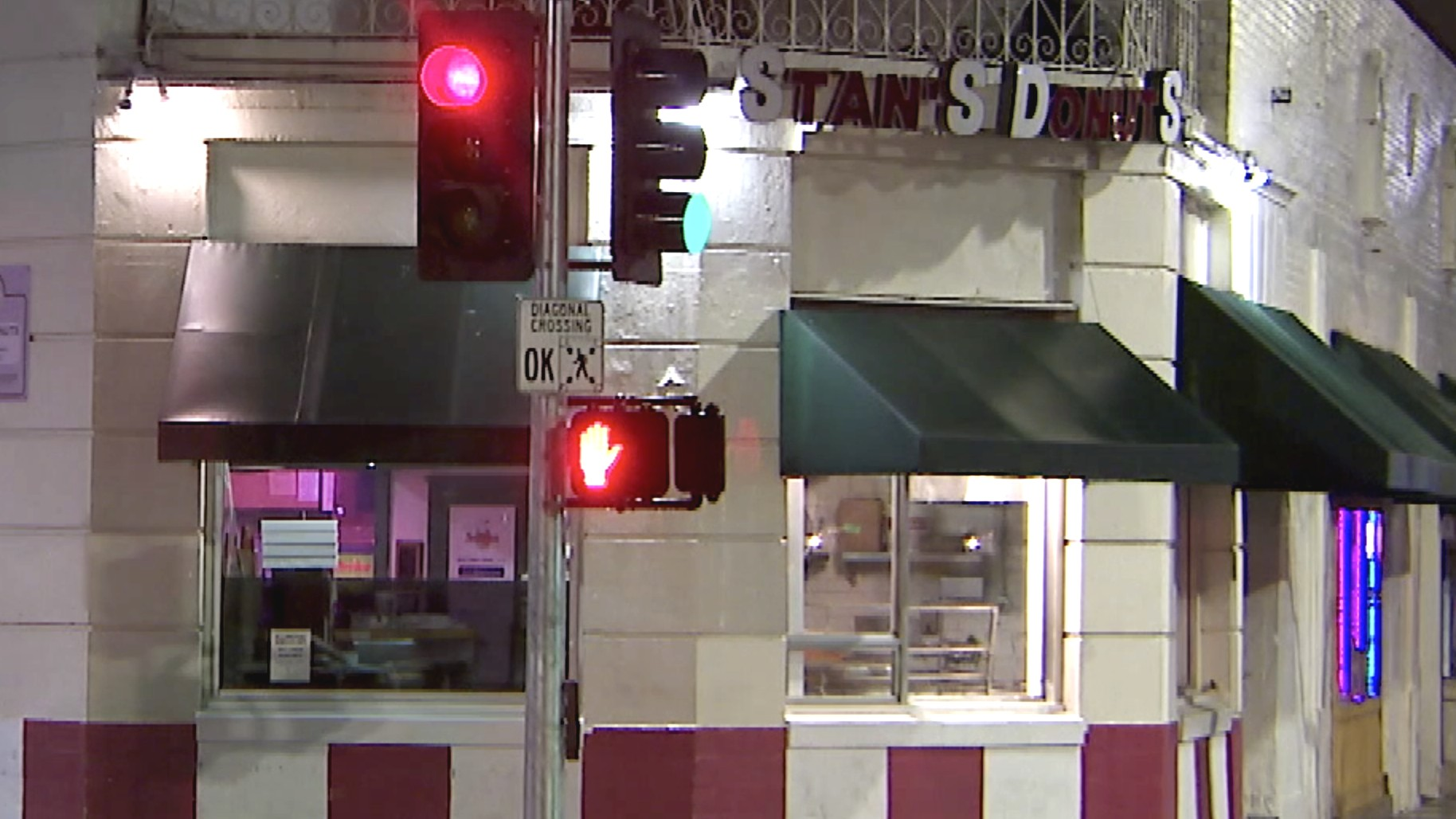 Stan's Donuts is seen on April 10, 2020, one day after its closing. (KTLA)