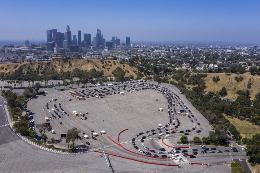 Cars line up at COVID-19 testing in the parking lot at Dodger Stadium.(Brian van der Brug / Los Angeles Times)
