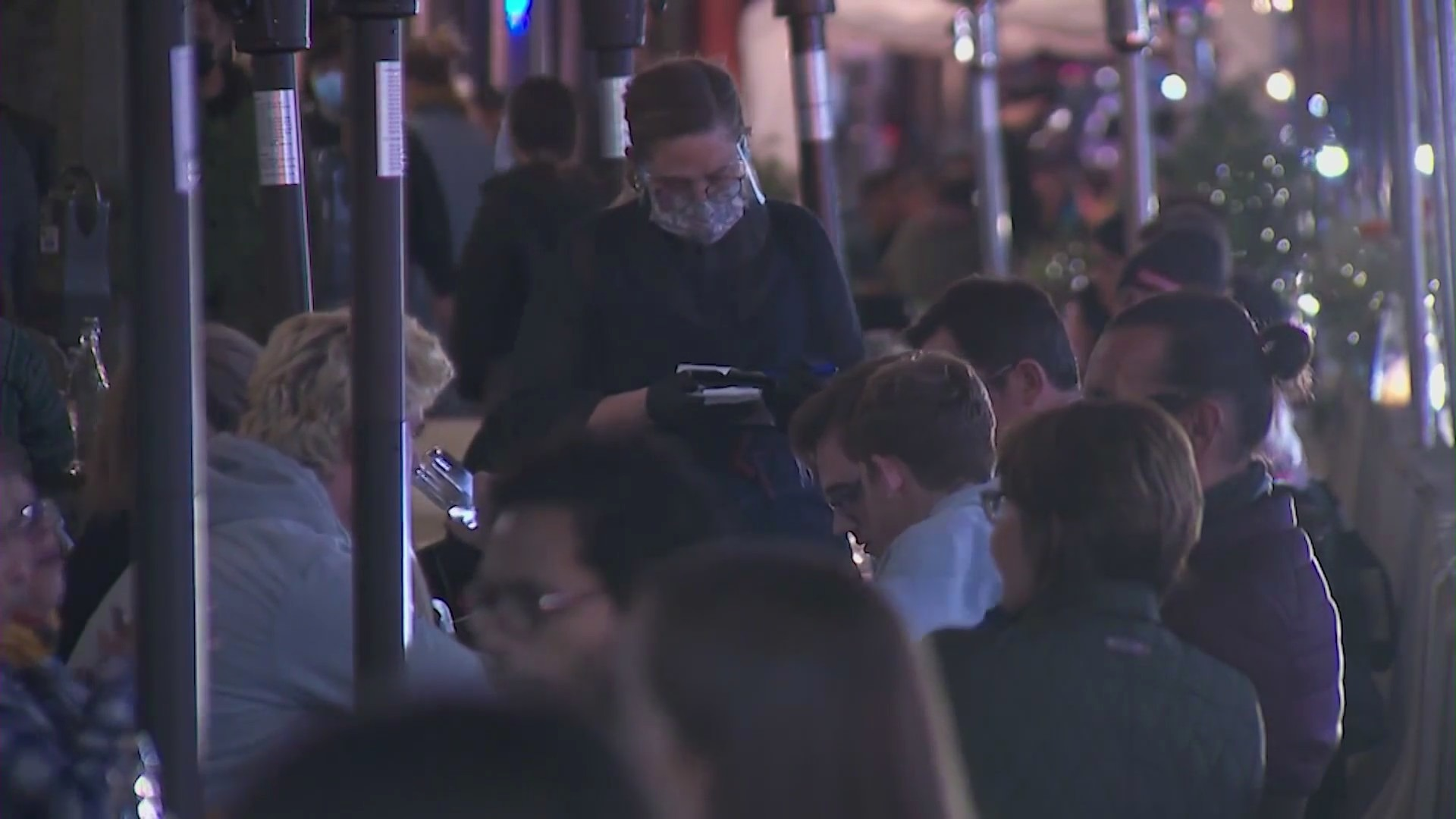 People dine out in Pasadena on Dec. 1, 2020. (KTLA)