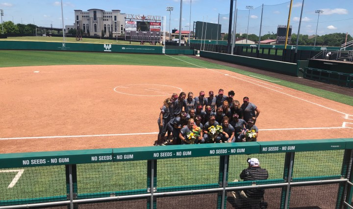 Post series win vs Troy, Texas State takes a photo with all the players and their seniors