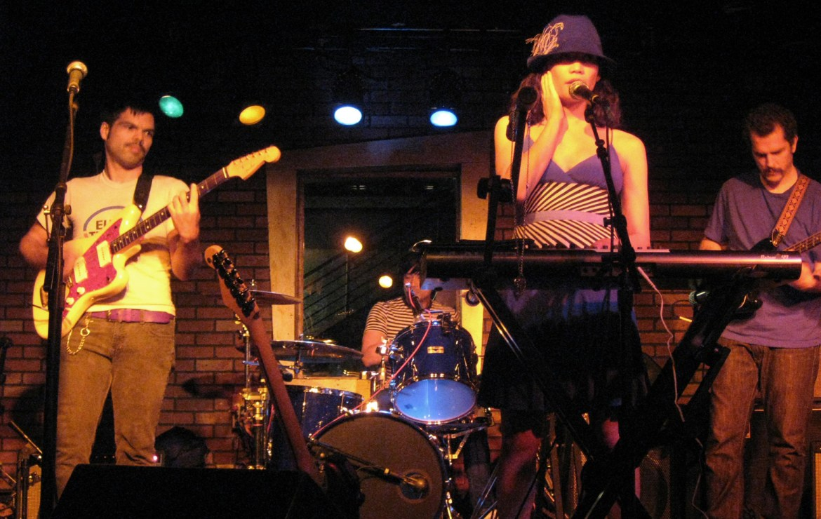 Roberto and Valerie of Sweet Trip perform live with supporting members