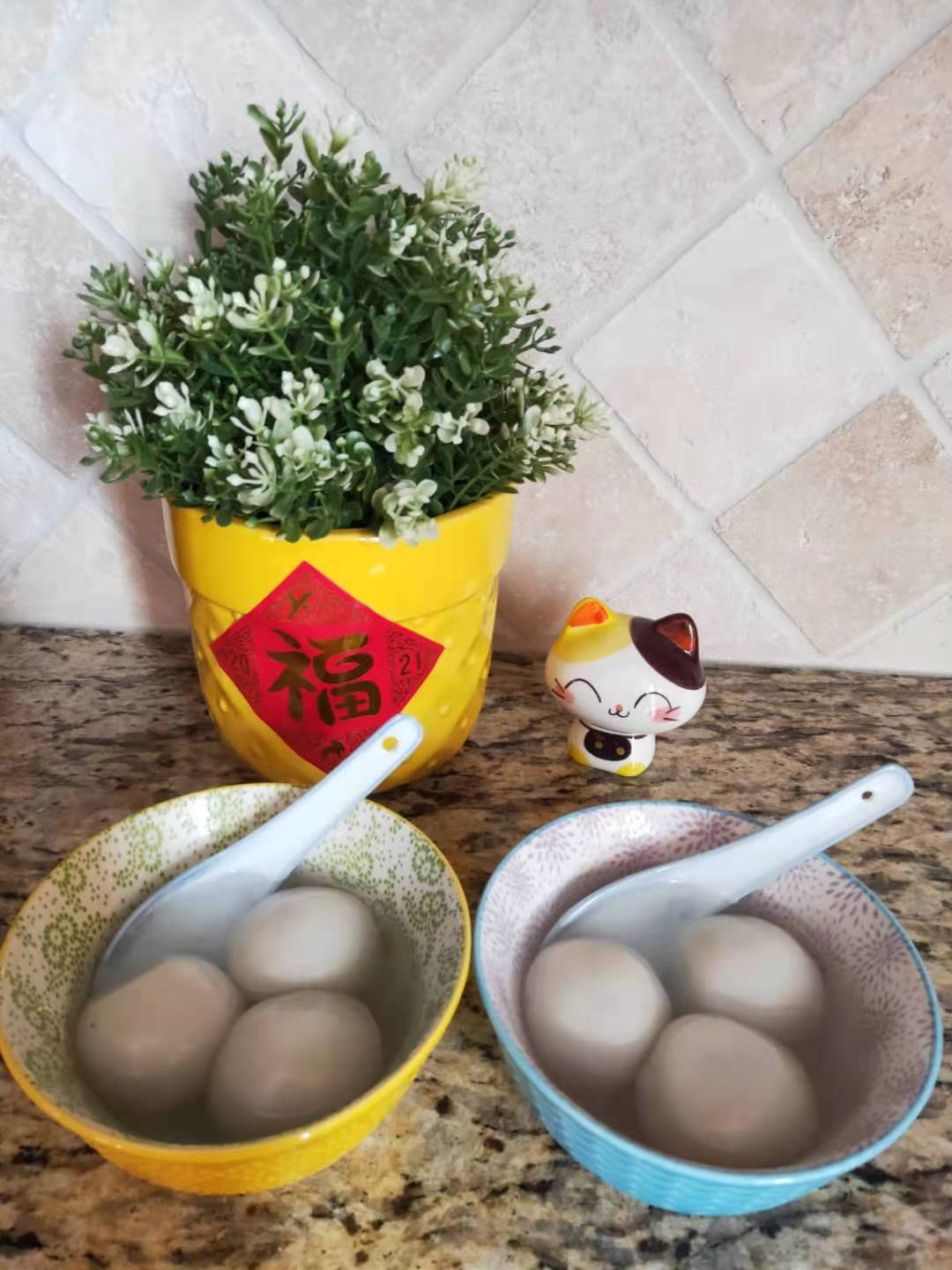 Photo of two bowls of tangyuan, white buns.