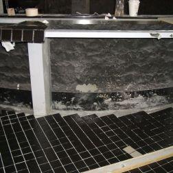 御影石の鉄板焼カウンター腰壁は中国で製作したものを輸送しました