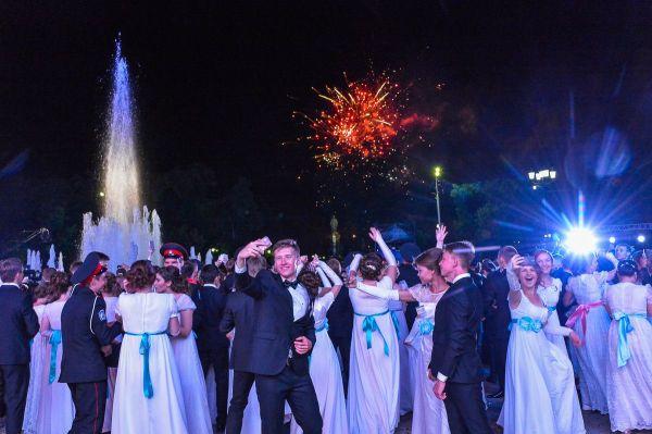 В Краснодаре состоялся губернаторский бал выпускников