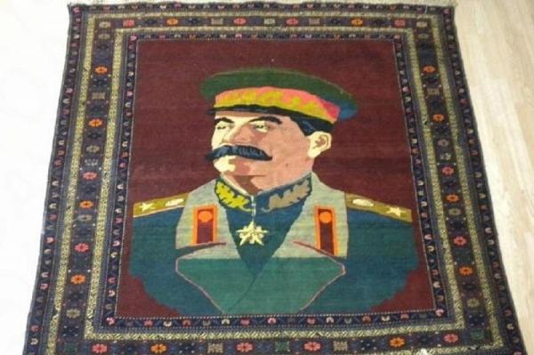 В Краснодаре ковер с портретом Сталина продают за 1 ...
