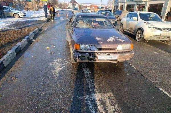 Молодой водитель на иномарке сбил женщину на пешеходном ...