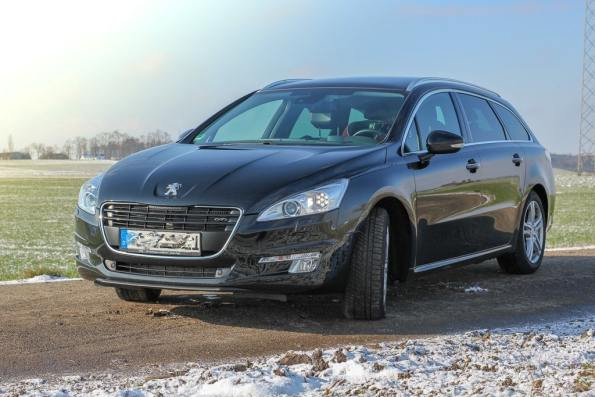 Auto, Urlaub, Urlaubsreise, Autofahren, Fahrzeug, Mit dem Auto in den Urlaub, fahren, Familienauto, Peugeot
