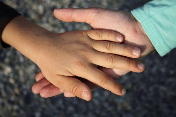 Doktorspiele bei Kindern sind ganz normal und kommen bei allen Kindern vor. Doch wie sollte man darauf reagieren? Ignorieren, Schimpfen? Ich zeige euch einen anderen Weg!