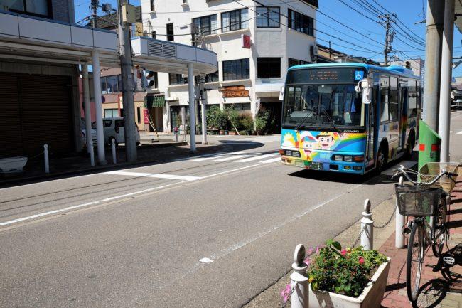 街を走る怪物くんラッピングバス