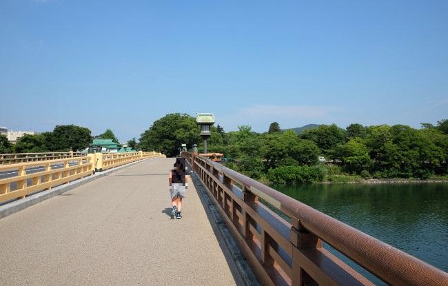 岡山県。鶴見橋を渡り後楽園へ。