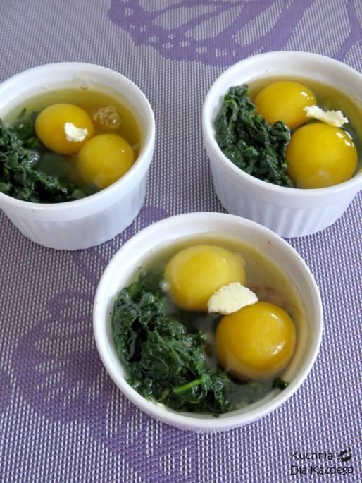 Zapiekane jajka ze szpinakiem