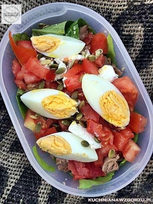 salatka-z-tunczykiem-jajkiem