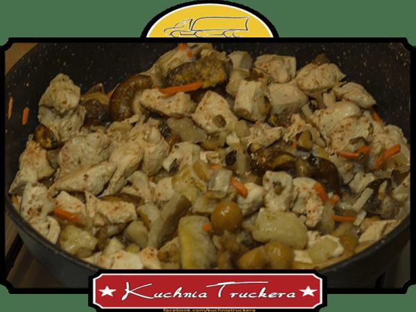 Filet z kurczaka z miksem grzybów tradycyjnych i orientalnych - słoiki w trasę