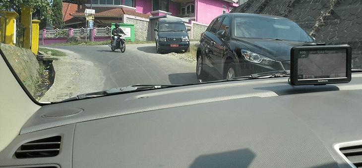 Tips Berkendara di Jalan Sempit