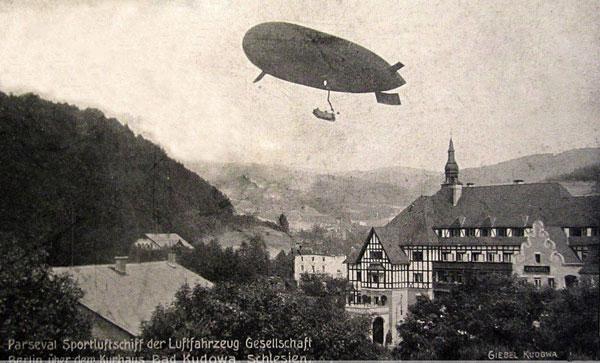 Sterowiec nad Książęcym Dworem obecna Polonia w Kudowie Zdroju, 1910 rok, Foto A.Giebel