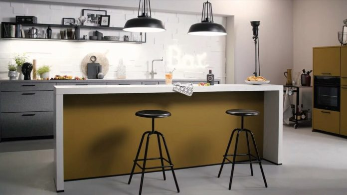 The trend towards darker kitchen tones continues.  Schüller adapts to this with a revised color palette.  (Photo: Schüller)