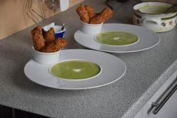 erbsensuppe-mit-gerollten-ziegenkase-palatschinken-3