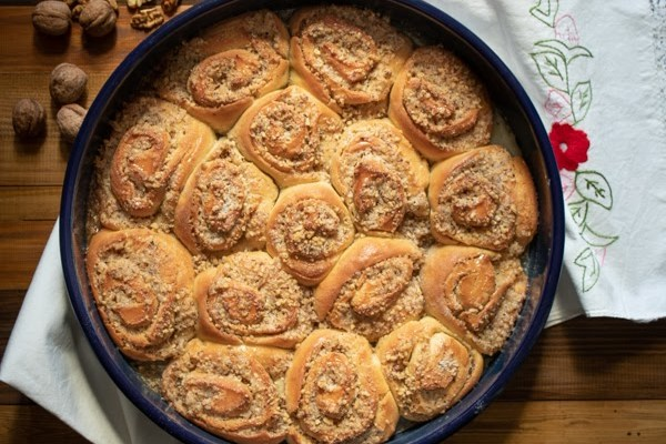 Osinja gnezda (sočne ružice sa orasima) / Luscious rolls with nuts
