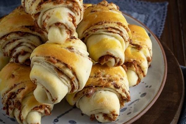 Kiflice sa čvarcima / Cracklings crescent rolls