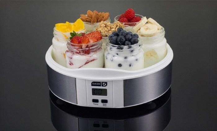 Иогуртница и йогурт с разными добавками