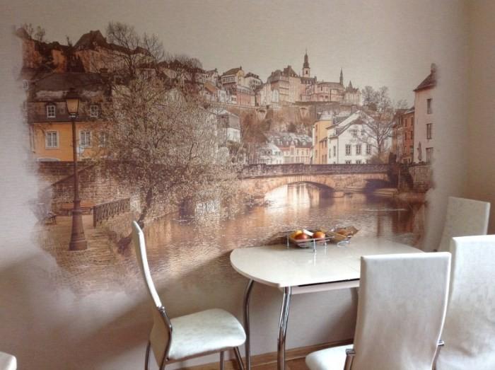 Картина, нарисованная на кухонной стене
