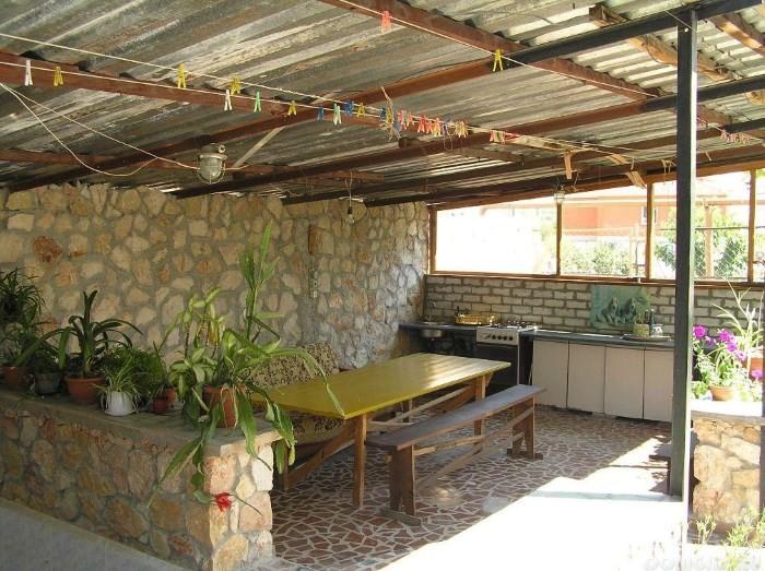 Летняя кухня под навесом
