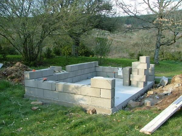 Возведение стен летней кухни на даче