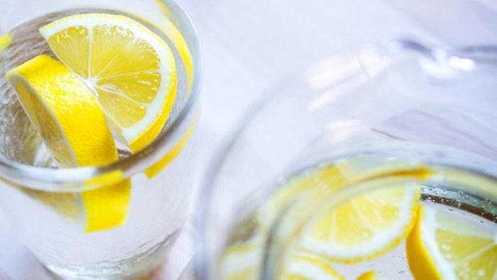 Вода и лимон для очищения духовки