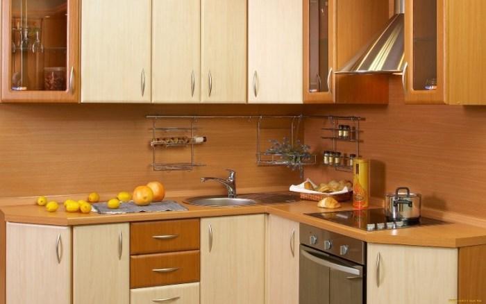Угловой мебельный гарнитур на кухне