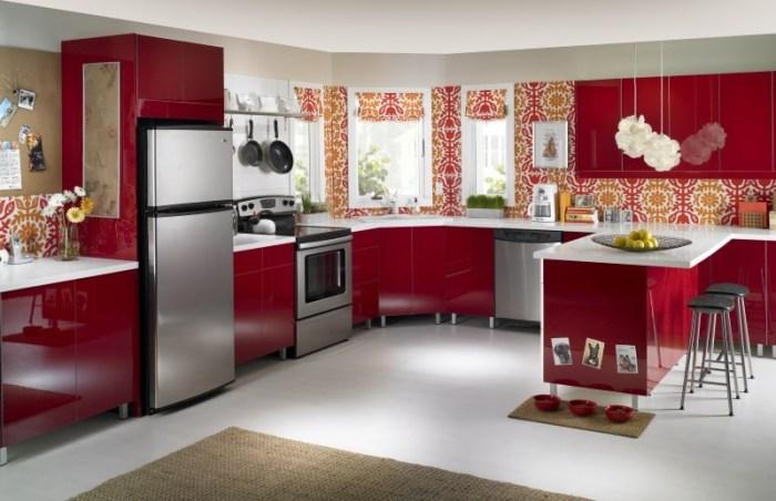 Интерьер красной кухни
