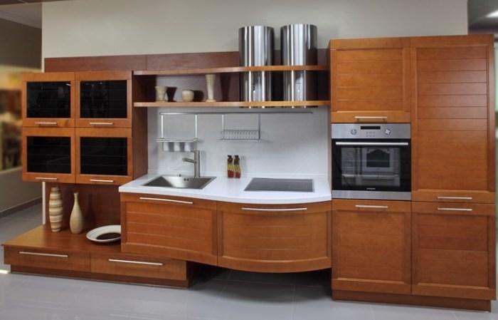 Встроенная в гарнитур духовка