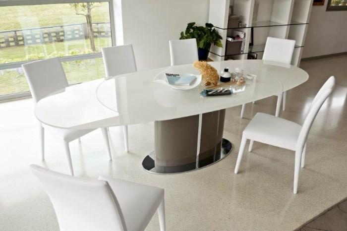 Большой кухонный стол
